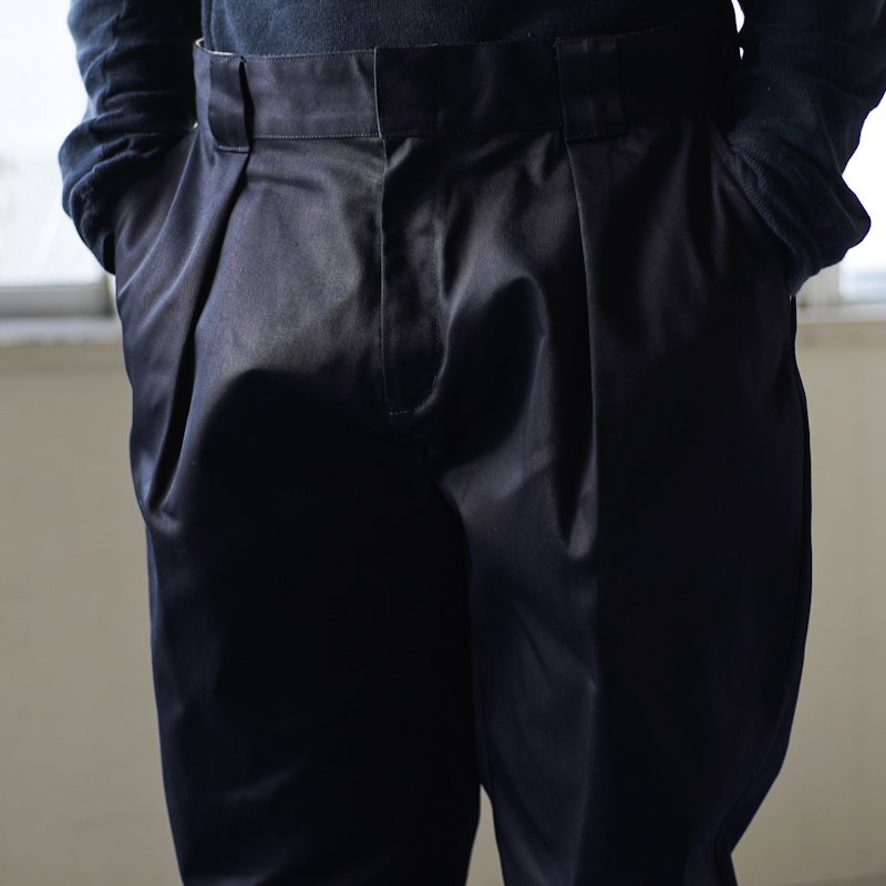 COWDEN * One Tuck Pants * Navy