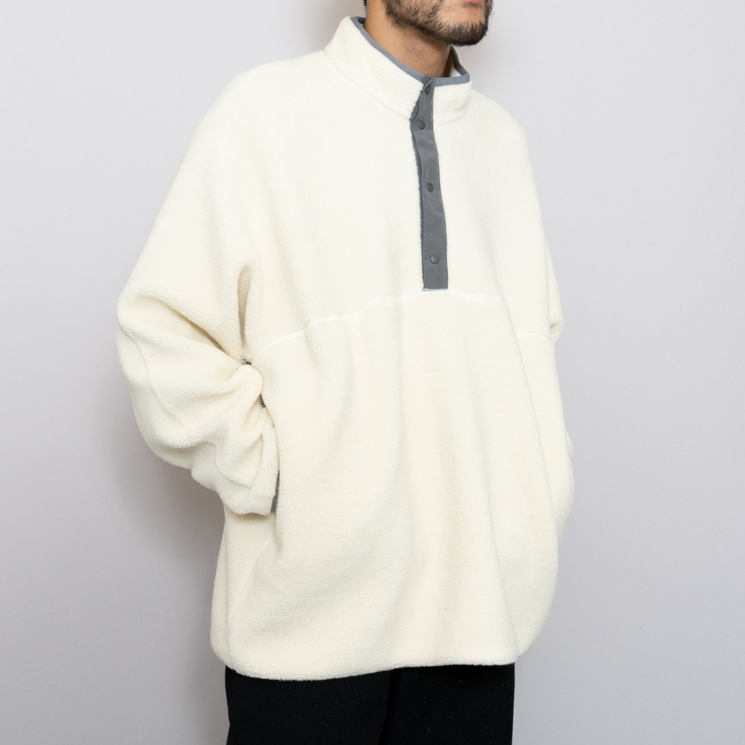 Graphpaper * Wool Boa High Neck Pull Over * White