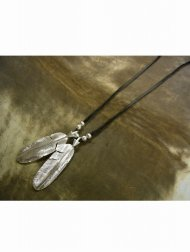 【受注生産】2 Arrow Feather Necklace / Leather <img class='new_mark_img2' src='//img.shop-pro.jp/img/new/icons1.gif' style='border:none;display:inline;margin:0px;padding:0px;width:auto;' />