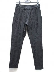 junahshimoto/GATHER TUCK PANTS(BLACKCAMO)<img class='new_mark_img2' src='https://img.shop-pro.jp/img/new/icons50.gif' style='border:none;display:inline;margin:0px;padding:0px;width:auto;' />