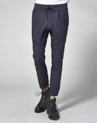 junhashimoto2018AW/GATHER TUCK PANTS(NAVY)<img class='new_mark_img2' src='https://img.shop-pro.jp/img/new/icons24.gif' style='border:none;display:inline;margin:0px;padding:0px;width:auto;' />
