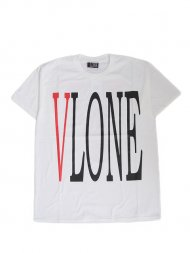 VLONE/LOGO SS TEE(WHITE)<img class='new_mark_img2' src='https://img.shop-pro.jp/img/new/icons55.gif' style='border:none;display:inline;margin:0px;padding:0px;width:auto;' />