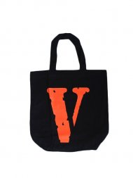 VLONE/TOTE BAG<img class='new_mark_img2' src='https://img.shop-pro.jp/img/new/icons55.gif' style='border:none;display:inline;margin:0px;padding:0px;width:auto;' />