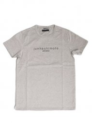 junhashimoto2019SS/ARCDEUX別注LOGO T(GREY)<img class='new_mark_img2' src='https://img.shop-pro.jp/img/new/icons1.gif' style='border:none;display:inline;margin:0px;padding:0px;width:auto;' />