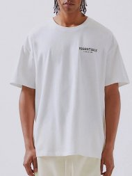 FOG ESSENTIALS/Fear Of God Essentials Boxy Logo T-Shirt(WHITE)<img class='new_mark_img2' src='https://img.shop-pro.jp/img/new/icons1.gif' style='border:none;display:inline;margin:0px;padding:0px;width:auto;' />