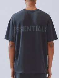 FOG ESSENTIALS/Fear Of God Essentials Boxy Logo T-Shirt(BLACK/BLACK)<img class='new_mark_img2' src='https://img.shop-pro.jp/img/new/icons1.gif' style='border:none;display:inline;margin:0px;padding:0px;width:auto;' />