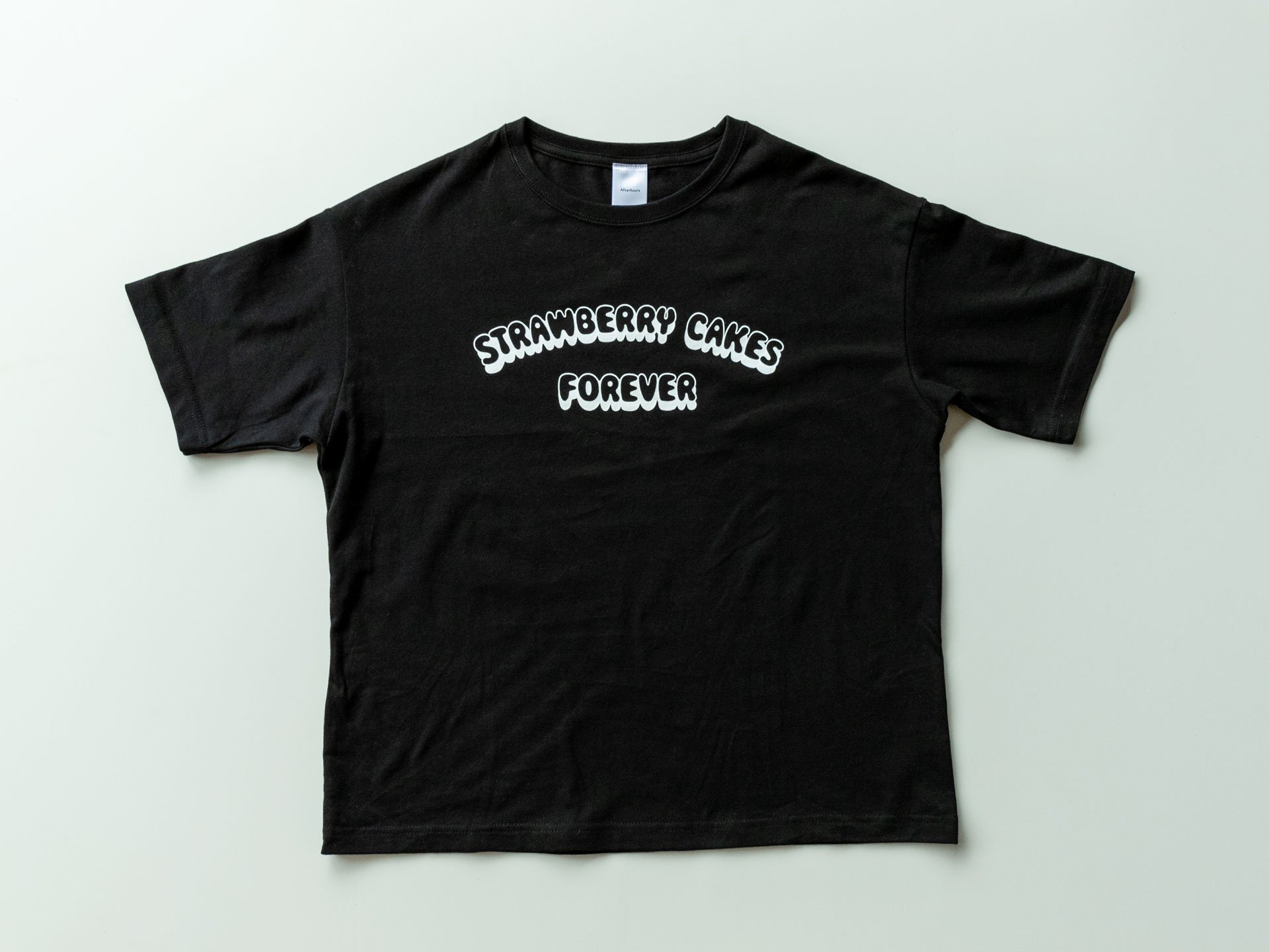 T-Shirt「STRAWBERRY CAKES FOREVER」<img class='new_mark_img2' src='https://img.shop-pro.jp/img/new/icons8.gif' style='border:none;display:inline;margin:0px;padding:0px;width:auto;' />