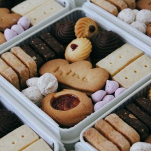 【10/2夕方 店着分】hina20周年記念/LE PONTクッキー缶(お1人様1缶)