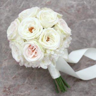 カップ咲きローズのクラッチブーケ(白)画像_airaka