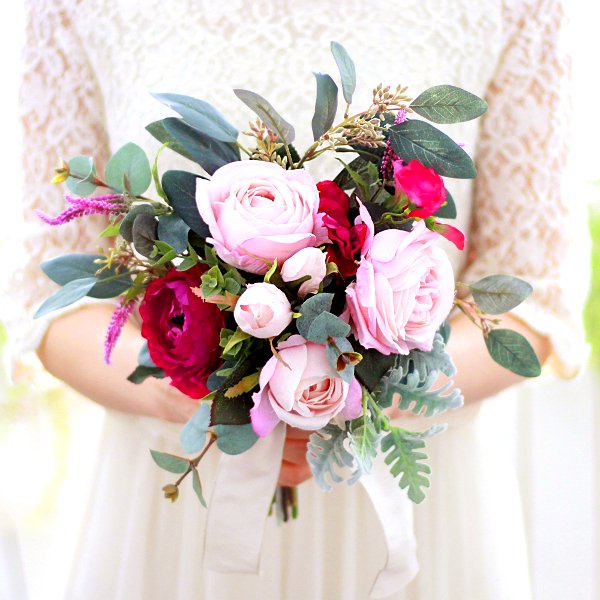 アーティフィシャルフラワー(造花)のピンクのバラとユーカリのクラッチブーケ画像_airaka