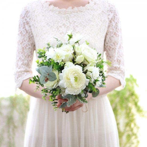 アーティフィシャルフラワー(造花)のバラとラナンキュラスのホワイトグリーンブーケ_airaka
