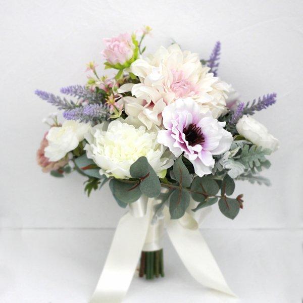 アーティフィシャルフラワー(造花)のラベンダー色のアネモネとダリアのクラッチブーケ画像_airaka