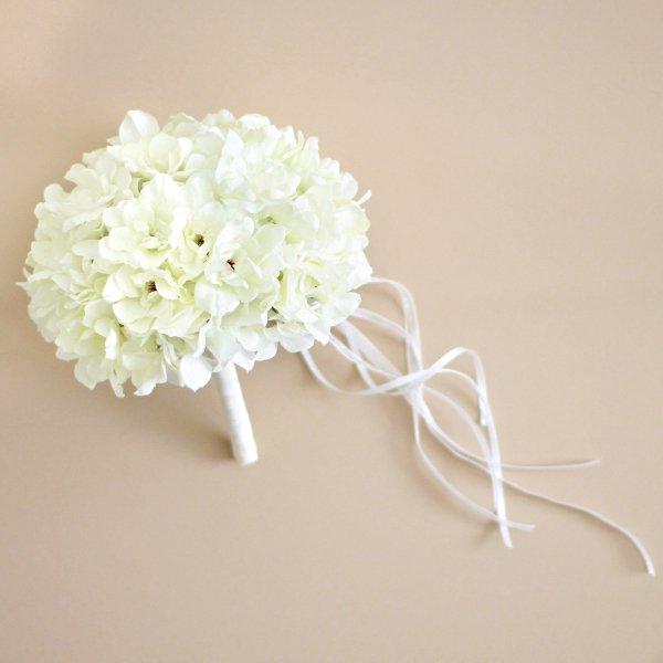 アーティフィシャルフラワー(造花)のデルフィニウムのラウンドブーケと花冠のセット(白)画像_airaka