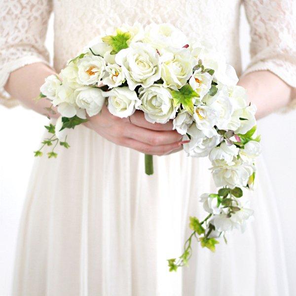 アーティフィシャルフラワー(造花)のガーデンローズのクレッセントブーケ(白)画像_airaka