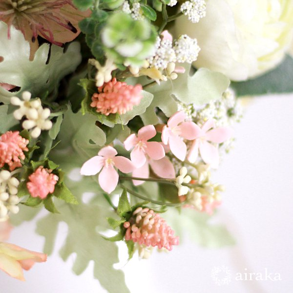 アーティフィシャルフラワー(造花)のラナンキュラスのクラッチブーケと髪飾りのセット(コーラルピンク)画像_airaka