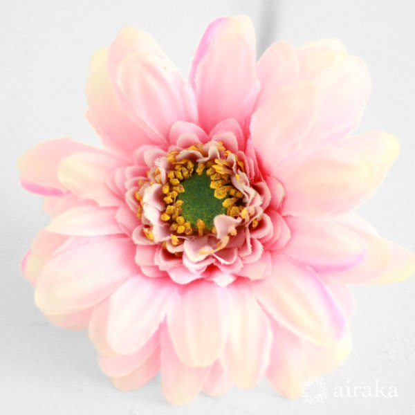 アーティフィシャルフラワー(造花)のガーベラの髪飾り(ピンク)_airaka