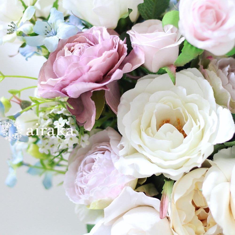 アーティフィシャルフラワー(造花)の青いデルフィニウムとパープルのラナンキュラスのクラッチブーケ画像_airaka