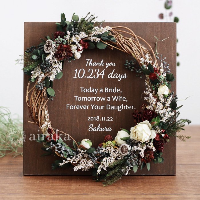 アーティフィシャルフラワー(造花)のご両親贈呈品/リース付き木製ボード/ホーリーローズ×ウォルナット画像_airaka