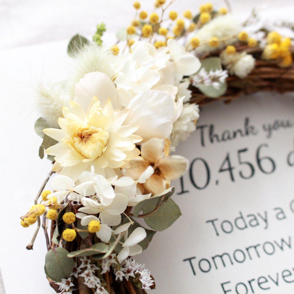 アーティフィシャルフラワー(造花)のご両親贈呈品/リース付き木製ボード/ミモザ×ホワイト画像_airaka