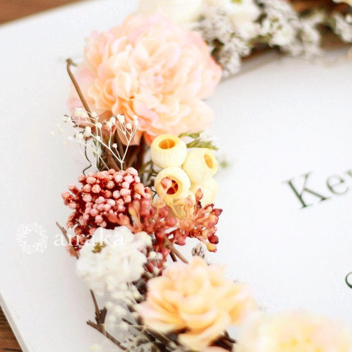 アーティフィシャルフラワー(造花)のウェルカムボード/リース付き木製ボード/アプリコット×ホワイト画像_airaka
