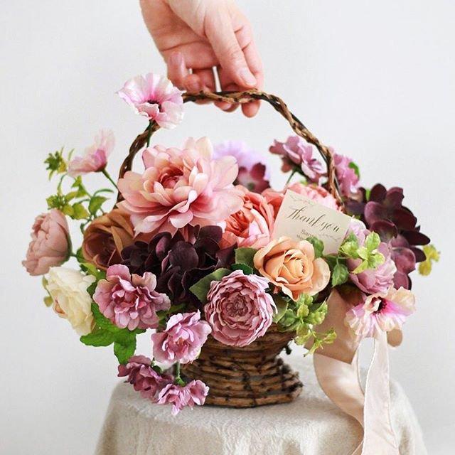 アーティフィシャルフラワー(造花)のバスケットアレンジメント/フラワーガーデン画像_airaka