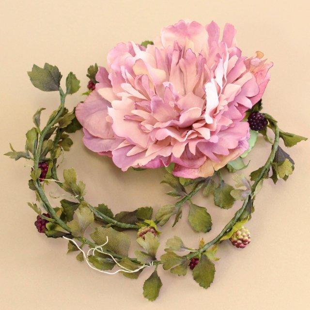 アーティフィシャルフラワー(造花)の芍薬とベリーのラリエット(モーヴピンク)画像_airaka