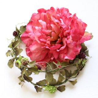 アーティフィシャルフラワー(造花)の芍薬とベリーのラリエット(チェリーピンク)画像_airaka
