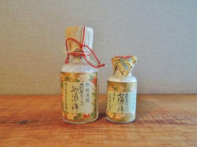 明治時代・白粉の瓶2本