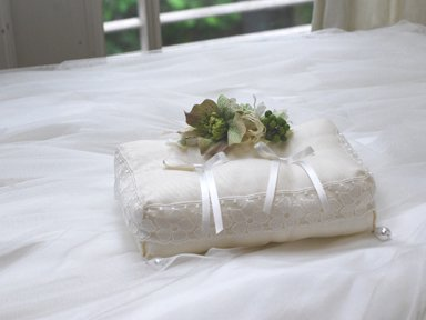ring pillow</p>クリスマスローズ une