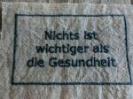 BBオリジナル ドイツ語タグ「健康が一番」 (ブルーグレー)