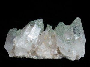 ガネーシュヒマール産 ヒマラヤ水晶クラスター クローライト、イシス、レコードキーパー、逆三角形の窪み、両剣、微細なルチル