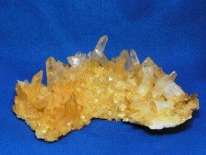 シガール産 ヒマラヤ水晶クラスター ゴールデンヒーラー オーラフレーム レコードキーパー イシス 逆三角形の窪み