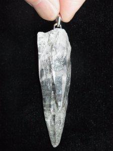 ガネーシュヒマール産ヒマラヤ水晶ペンダント−15 クローライト