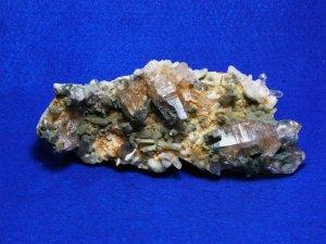 ガネーシュヒマール産ヒマラヤ水晶クラスター 角閃石針入り、クローライト、レコードキーパー、レインボー