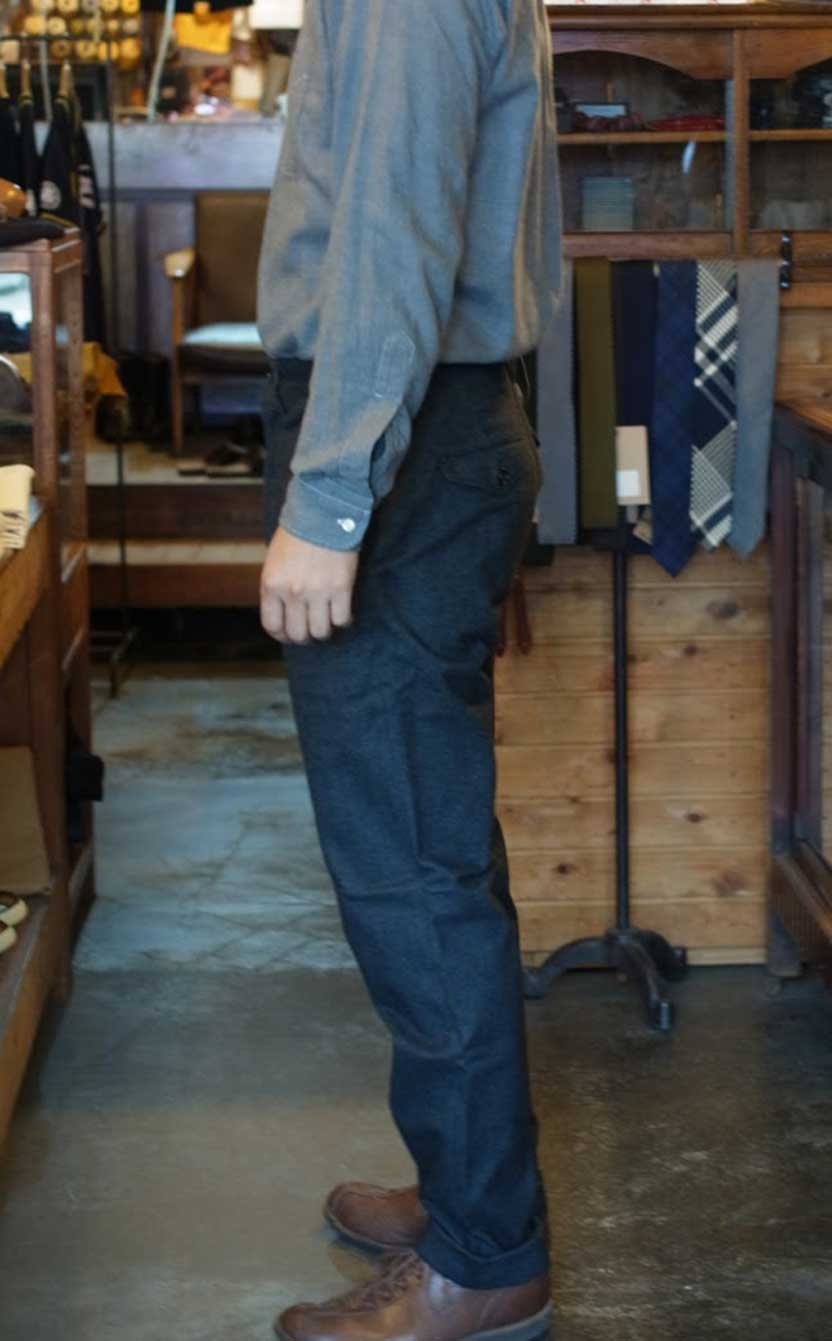 Workers Maple Leaf Trousers Charcoal 着用