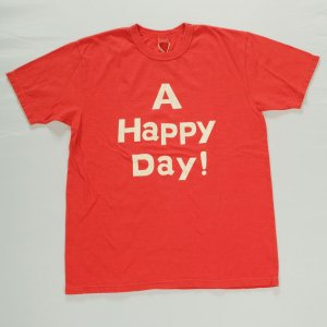 A HAPPY DAY !  Tシャツ レッド<img class='new_mark_img2' src='https://img.shop-pro.jp/img/new/icons9.gif' style='border:none;display:inline;margin:0px;padding:0px;width:auto;' />