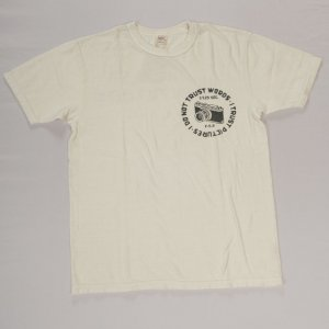 CAMERA Tシャツ ホワイト/ブラック<img class='new_mark_img2' src='https://img.shop-pro.jp/img/new/icons9.gif' style='border:none;display:inline;margin:0px;padding:0px;width:auto;' />