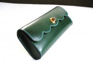 緑色のパーティーバッグ