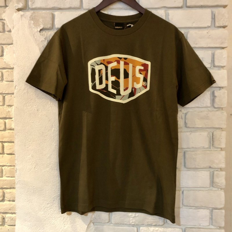 30%OFF【DEUS EX MACHINA】(デウスエクスマキナ)SHULO SHIELD TEE Tシャツ JMP91738B