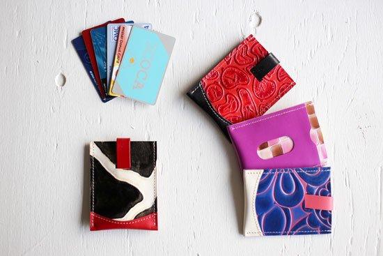 ひっぱるカード入れ「ちょっと賢いカードケース 進化バージョン」 クアトロガッツ  限定カラー