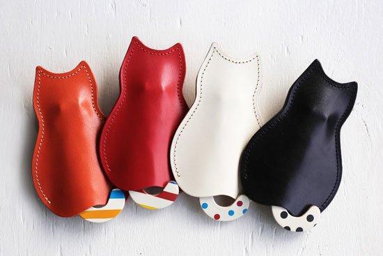 【猫グッズ・栃木レザー】猫のうしろすがたをしたキーケース 【限定カラー】ドット・水玉・ボーダークアトロガッツ