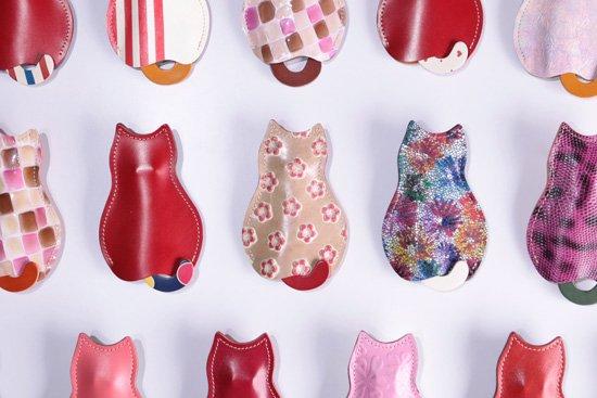 【猫グッズ】猫のうしろすがたをしたキーケース 「世界にひとつだけの101匹ネコちゃん」赤組