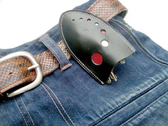 ベルトやカバンの装着できる本革製「ちょっと賢いキーケース 」 クアトロガッツ