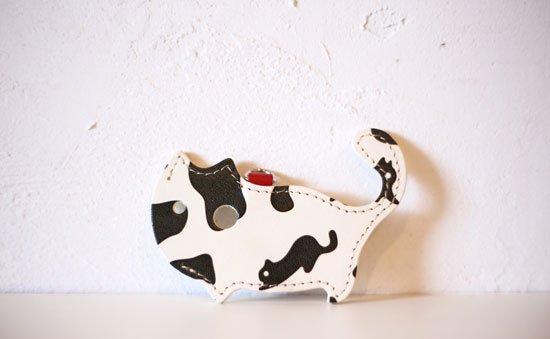 「ねこのきもち」限定カラー【猫グッズ・本革レザー】猫のかたちをしたリップクリームケース