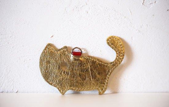 「ゴールド」限定カラー【猫グッズ・本革レザー】猫のかたちをしたリップクリームケース