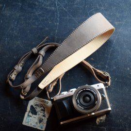 Italy Leather Camera Strap [Gray]<img class='new_mark_img2' src='https://img.shop-pro.jp/img/new/icons13.gif' style='border:none;display:inline;margin:0px;padding:0px;width:auto;' />