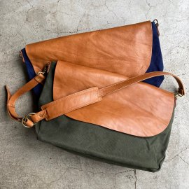 Washed Canvas & Leather Shoulder Bag<img class='new_mark_img2' src='https://img.shop-pro.jp/img/new/icons13.gif' style='border:none;display:inline;margin:0px;padding:0px;width:auto;' />