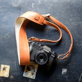 Roberu Belt Camera Strap [Light Camel]<img class='new_mark_img2' src='https://img.shop-pro.jp/img/new/icons13.gif' style='border:none;display:inline;margin:0px;padding:0px;width:auto;' />