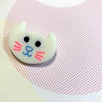 ネコ顔ブローチ 白猫