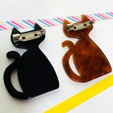 ニャンコブローチ 茶色猫